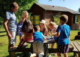 Les Renardieres in de Limousin, Frankrijk kinderen aan tafel Les Renardières 40plusteens