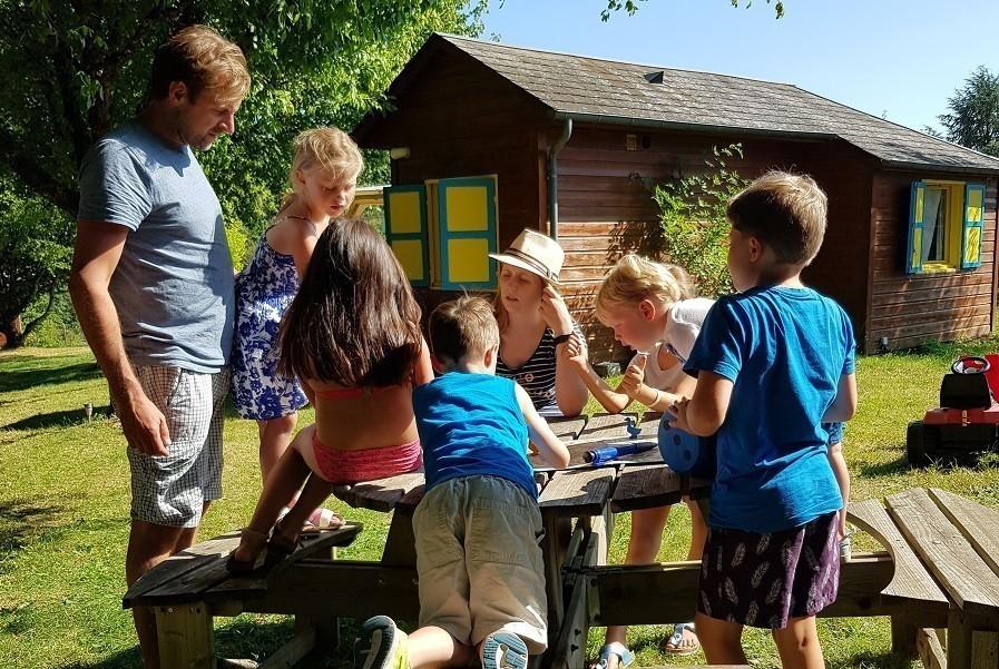 Les Renardieres in de Limousin, Frankrijk kinderen aan tafel Les Renardières 40plusteens image gallery