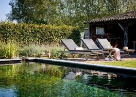 Gasterie Lieve Hemel in Limburg, zwembad en ligstoelen Gasterie Lieve Hemel 40plusteens