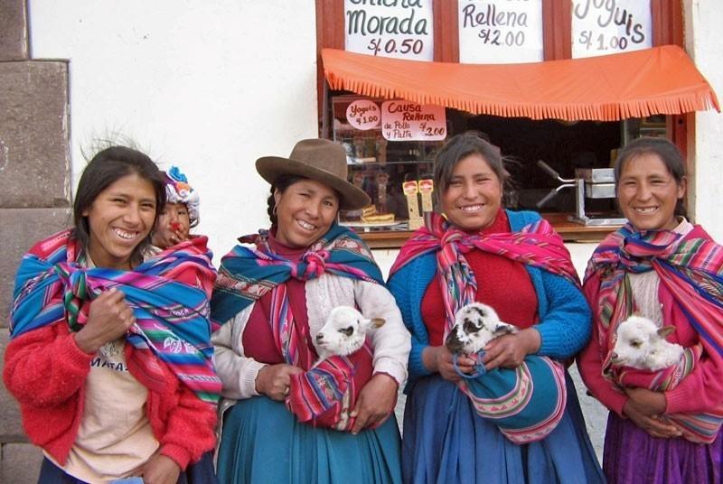 RiksjaKids Peru Peru-vakantie-locals.jpg Local Hero Travel 40plusteens image gallery