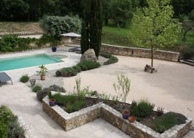 Gite Le Bel Endroit in de Ardeche, Frankrijk tuin met zwembad 900 Gîte Le Bel Endroit 40plusteens
