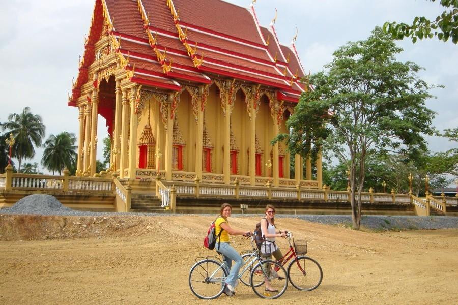 Local Hero Travel fietsen in Bangkok.jpg Local Hero Travel 40plusteens image gallery