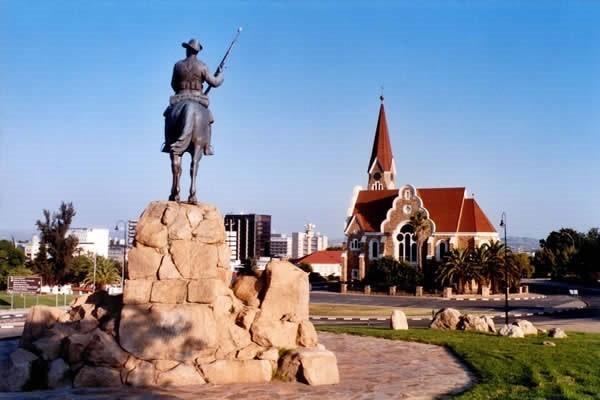 Local Hero Travel rondreis namibie-windhoek-5 Namibië rondreis familie avontuur 40plusteens image gallery
