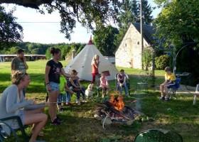 Les Renardieres in de Limousin, Frankrijk kampvuur Les Renardières 40plusteens