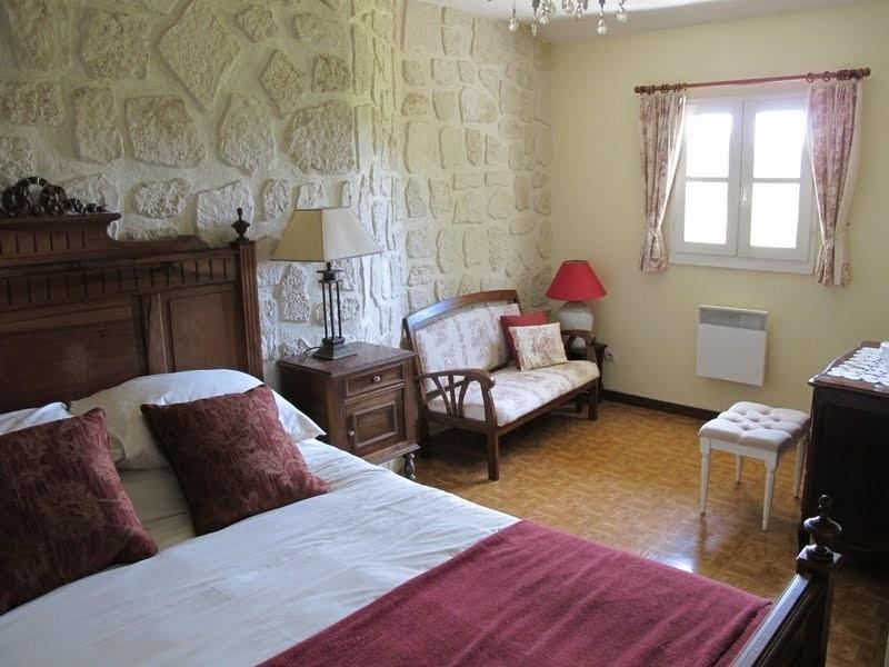 Les Chardonnerets Master bedroom La Lavande.JPG Les Chardonnerets 40plusteens image gallery