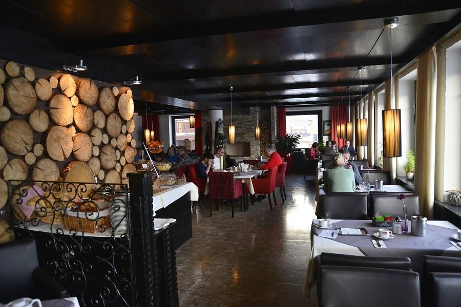 Berghotel Axx in Tirol, Oostenrijk restaurant Berghotel Axx 40plusteens image gallery