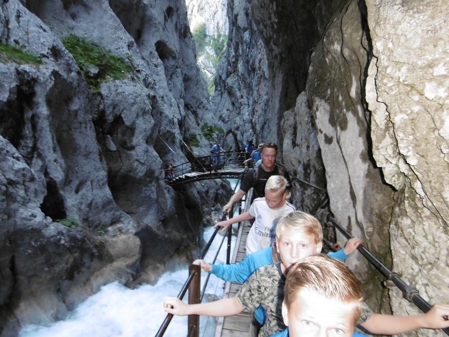 Berghotel Axx in Tirol, Oostenrijk wandelen tussen de rotsen Berghotel Axx 40plusteens image gallery