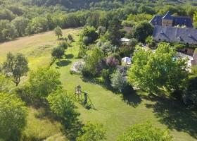 Domaine de Montsalvy in de Lot Frankrijk grote tuin Domaine de Montsalvy 40plusteens