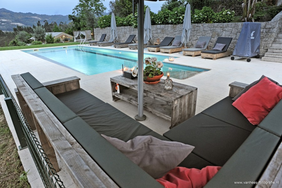 Casa Fontelheira zwembad met loungebank klein.jpg Casa Fontelheira 40plusteens image gallery