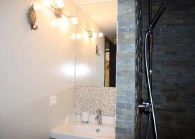 Gite Le Bel Endroit in de Ardeche, Frankrijk badkamer Gîte Le Bel Endroit 40plusteens
