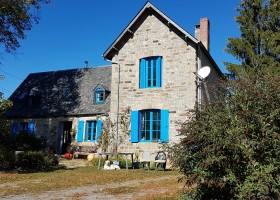 Les Renardieres in de Limousin, Frankrijk huis met blauwe luiken Les Renardières 40plusteens