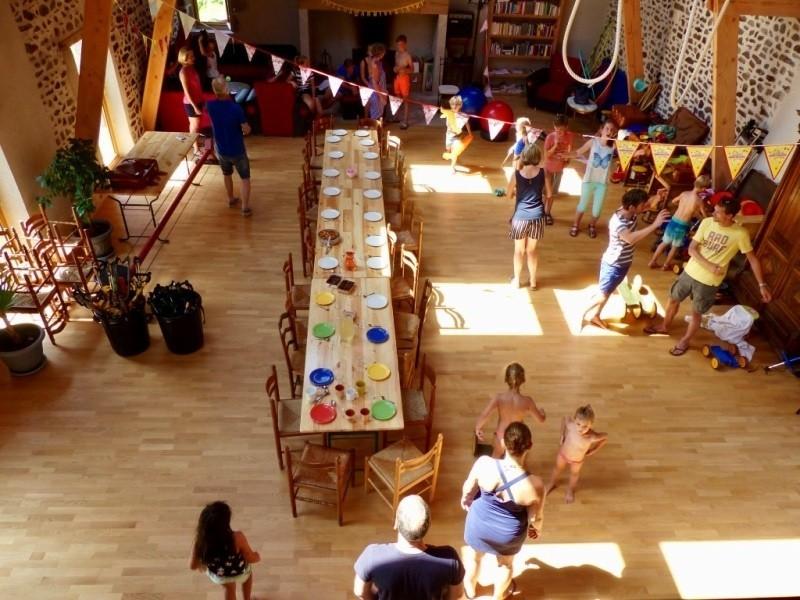 Les Renardieres in de Limousin, Frankrijk uitzicht van mezzanine verjaardagstafel Les Renardières 40plusteens image gallery