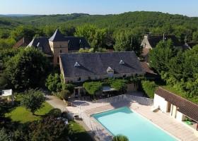 Domaine de Montsalvy in de Lot Frankrijk zwembad Domaine de Montsalvy 40plusteens