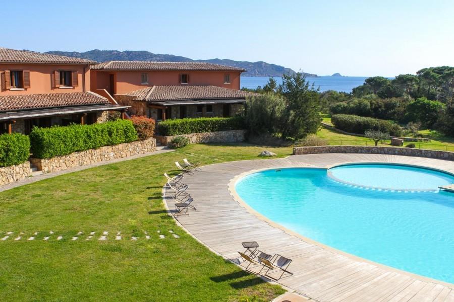 Tritt Sardinie Suaraccia Resort met zwembad.jpg Tritt Case in Sardegna 40plusteens image gallery