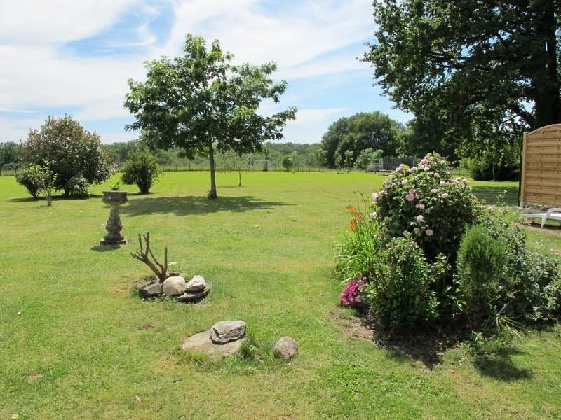 Les Chardonnerets Large garden for Le Coquelicot.JPG Les Chardonnerets 40plusteens image gallery
