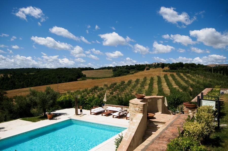 Tritt Tenuta di Castel San Gimignano zwembad met uitzicht.jpg Tritt Case in Sardegna 40plusteens image gallery