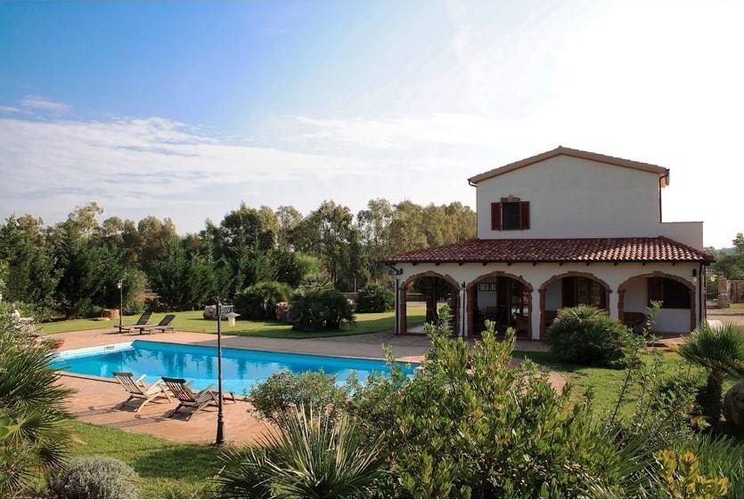 Tritt Sardinie huis met zwembad.jpg Tritt Case in Sardegna 40plusteens image gallery