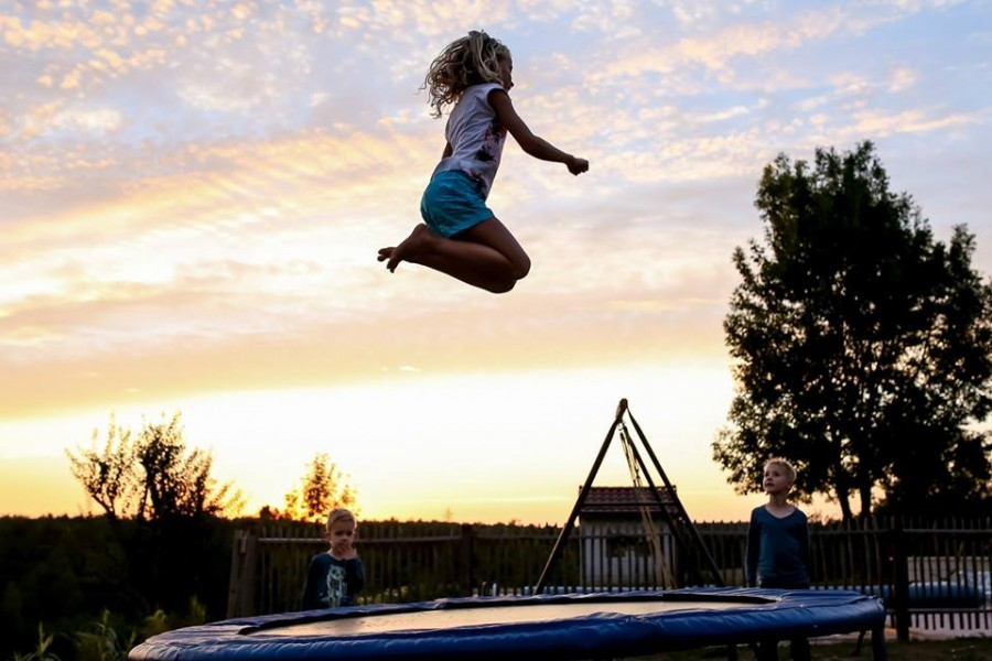 Maziéras trampoline springen.jpg Maziéras 40plusteens image gallery