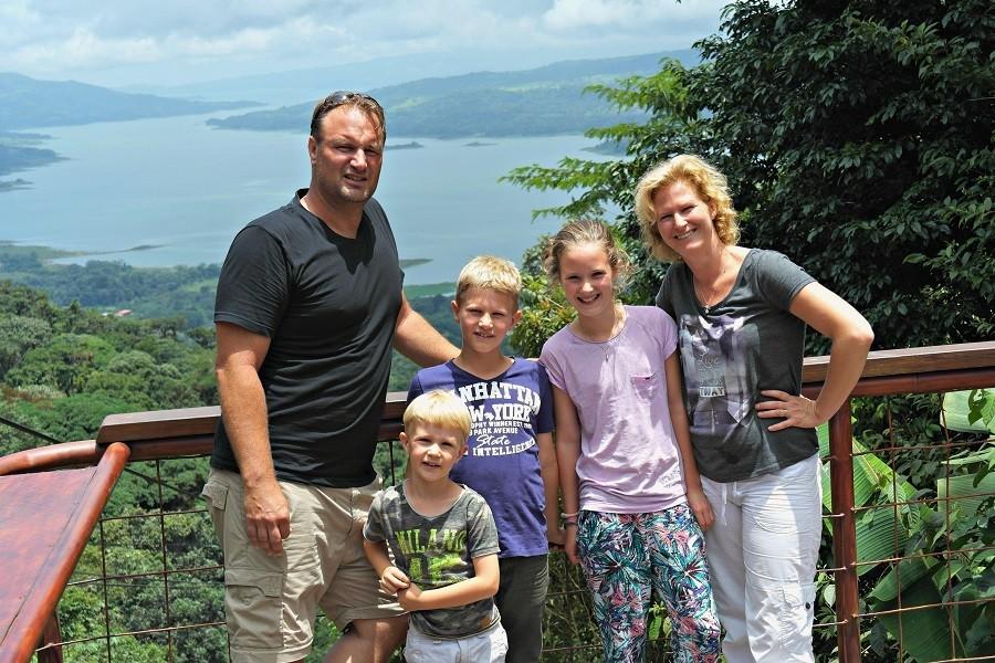 Local Hero Travel Costa-Rica-uitzicht-gezin.jpg Local Hero Travel 40plusteens image gallery