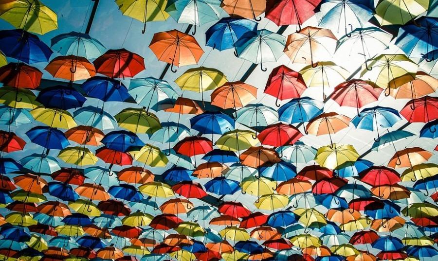 Las Perlas umbrella street.jpg Las Perlas 40plusteens image gallery