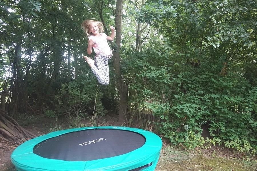 Vakantiehuis Bosbries trampoline 2.jpg Vakantiehuis Bosbries 40plusteens image gallery