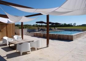 Villa Lafage in de Dordogne, Frankrijk Countryhouse zwembad en zitje Villa Lafage 40plusteens
