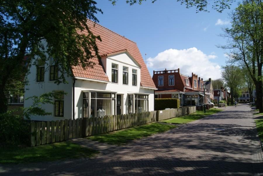 Vakantiehuisjes Waddenrust Klaver 4 1 buiten.jpg