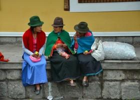Local Hero Travel rondreis Ecuador vrouwen klederdracht Ecuador rondreis familie avontuur 40plusteens