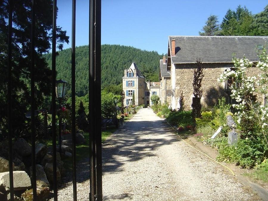 Chateau du Besset in de Ardeche, Frankrijk oprit 2 Chateau du Besset 40plusteens image gallery