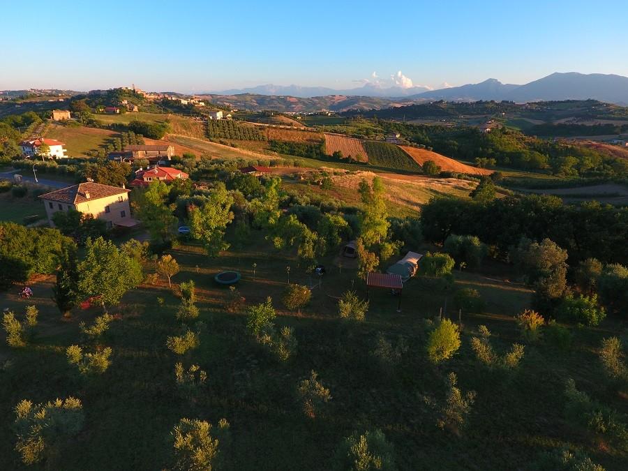 Villa Bussola in Le Marche, Italie overzicht veld Villa Bussola 40plusteens image gallery
