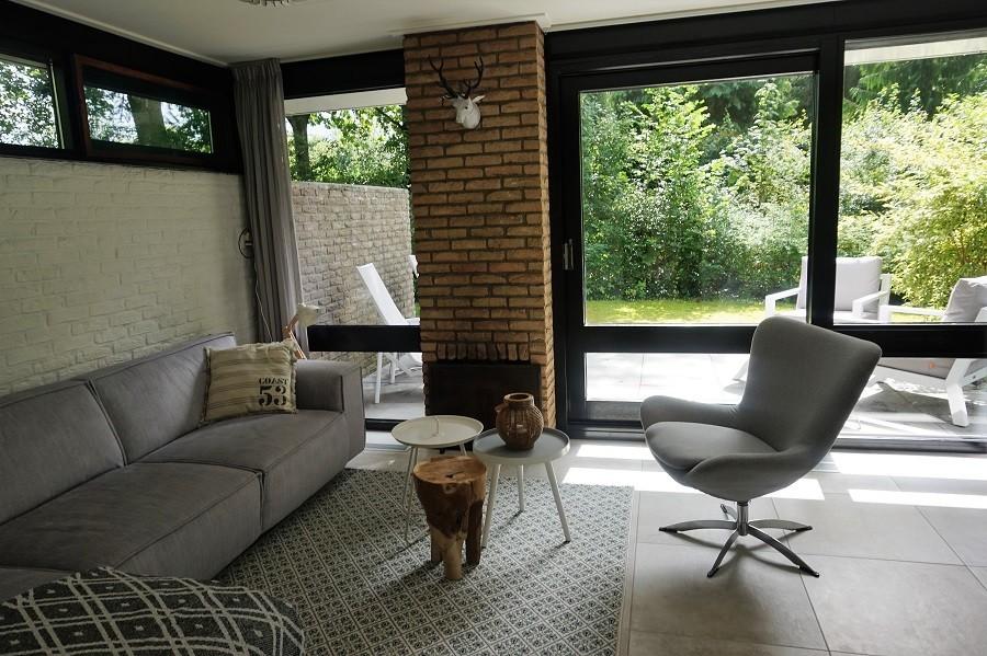 Vakantiehuis Bosbries woonkamer met uitzicht op tuin 2.jpg Vakantiehuis Bosbries 40plusteens image gallery