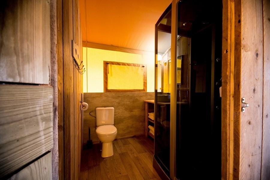 Villa Alwin in Le Marche, Italie badkamer in safaritent Villa Alwin 40plusteens image gallery